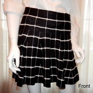 B+W Knit Circle Skirt by Candie's, Medium